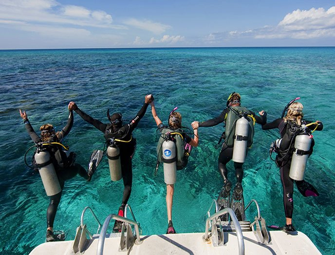 Mac's Sports Specialty SCUBA Class
